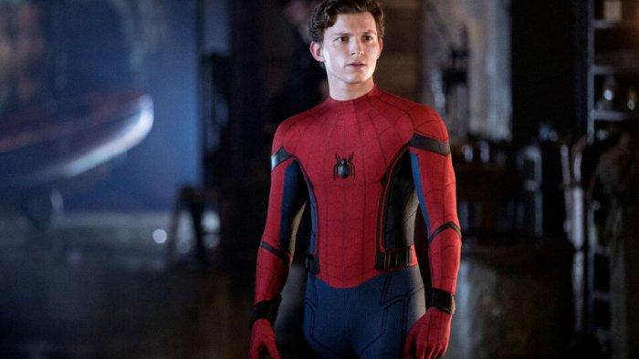 Том Холланд выложил фото со съемок «Человека-паука 3». В костюме и защитной маске!